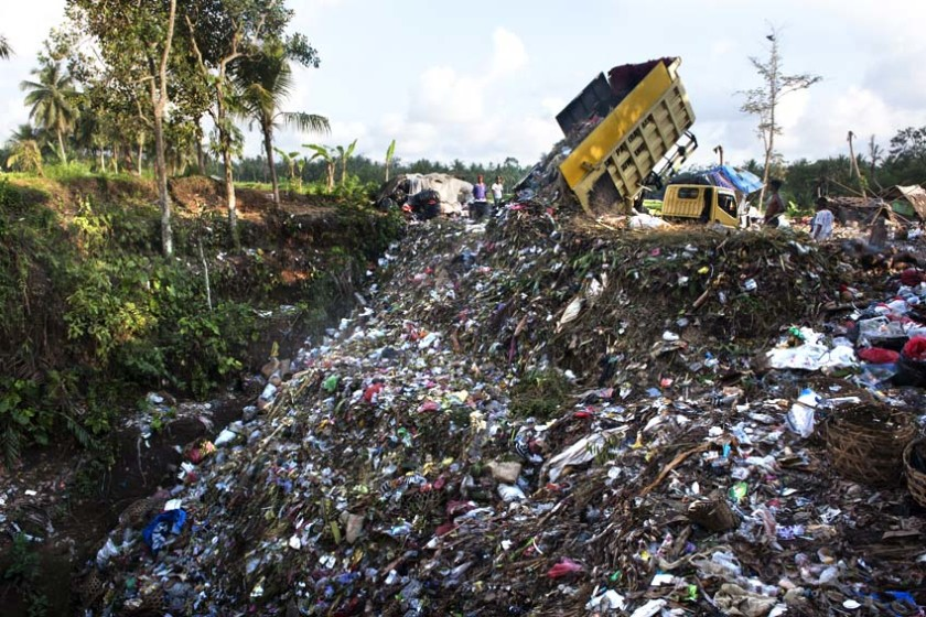 Ubud garbage dump by Rio Helmi