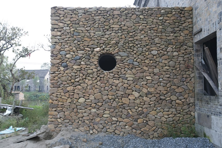 Simplicity of wall construction