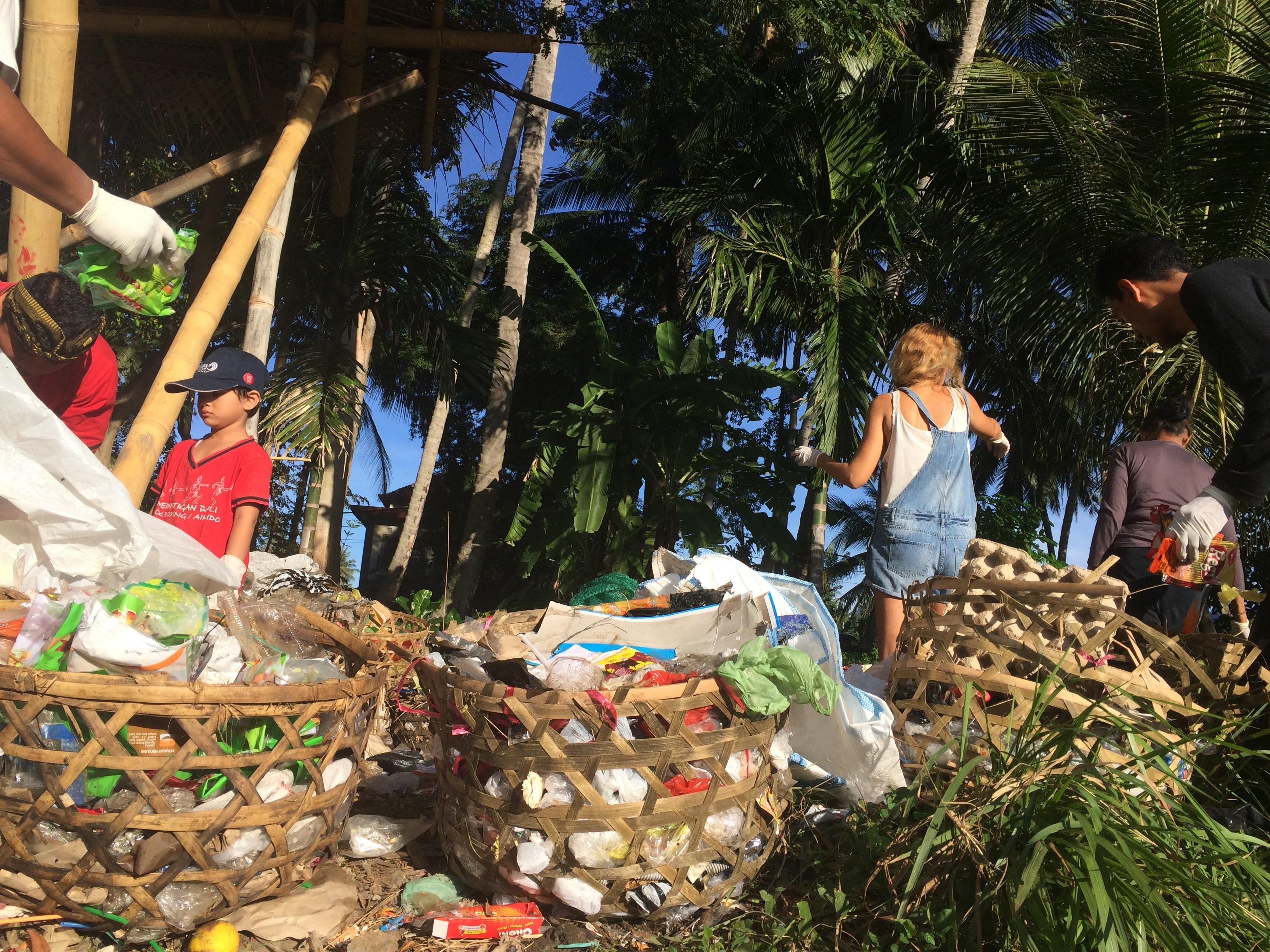 Sampah Jujur garbage stall at Sayan Market