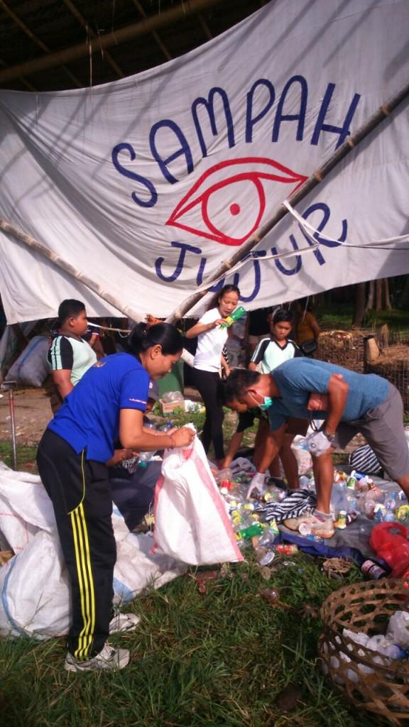 Sampah Jujur in action