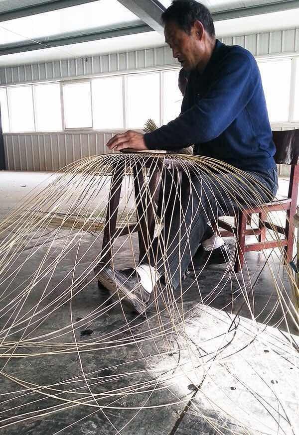 Bamboo lamp weaver