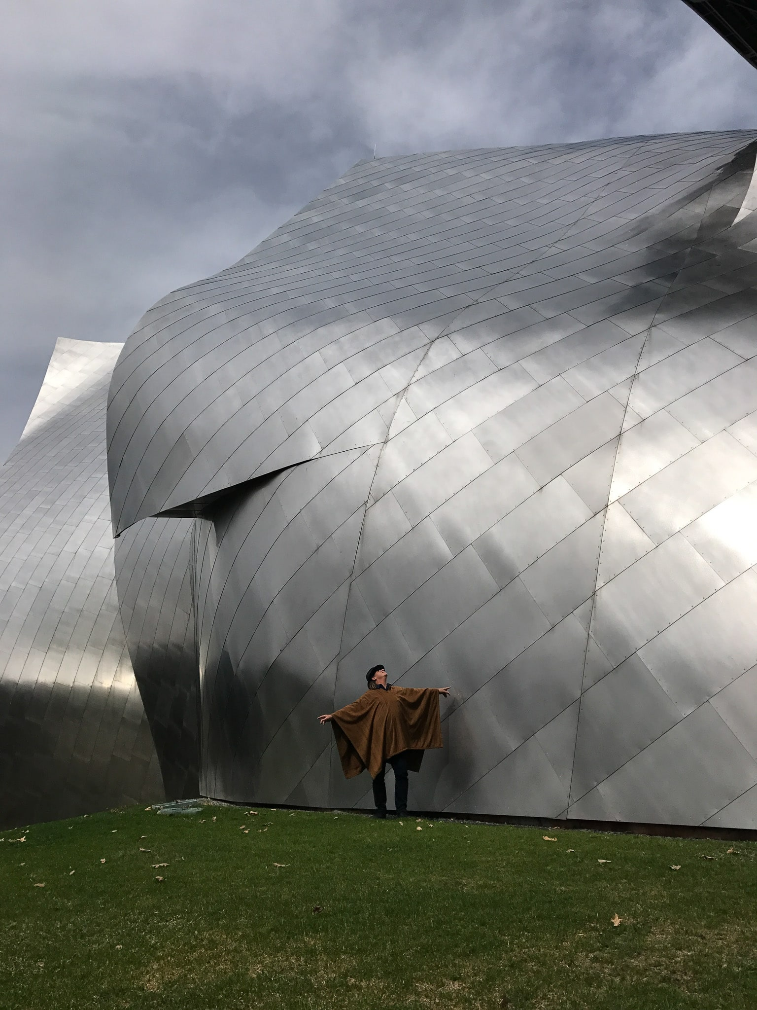 John Hardy in front of Frank Gehry structure